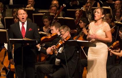 Olga Jelínková jako Dvořákova Xenie v záznamu přenosu z Boston Odyssey Opera, USA