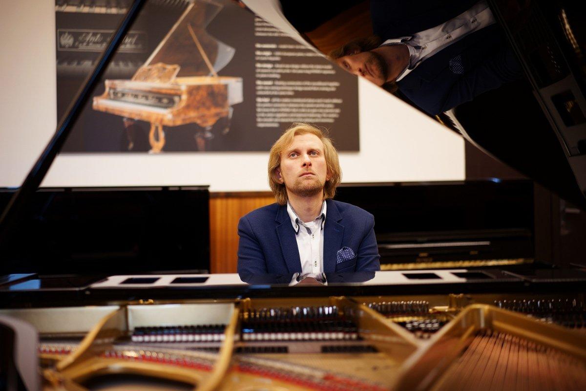 Český klavírní virtuoz Ivo Kahánek reprezentuje Petrof Art Family