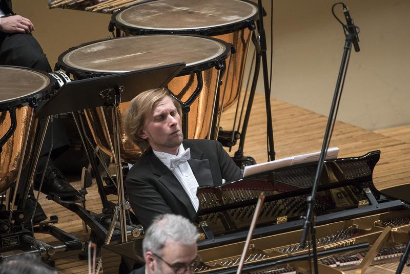 Hospodářské noviny: Bez myšlenek je klavír jen stroj, říká Ivo Kahánek. Čekají ho důležitá vystoupení s filharmoniky