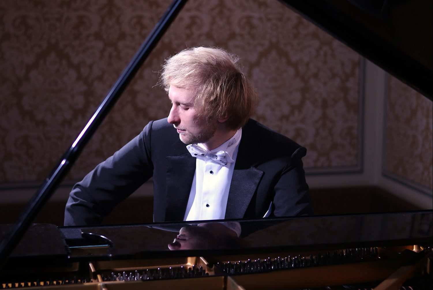 During the prestigious Monte Carlo festival Ivo Kahánek will take part in a piano roulette: 4 concerts in 1 evening