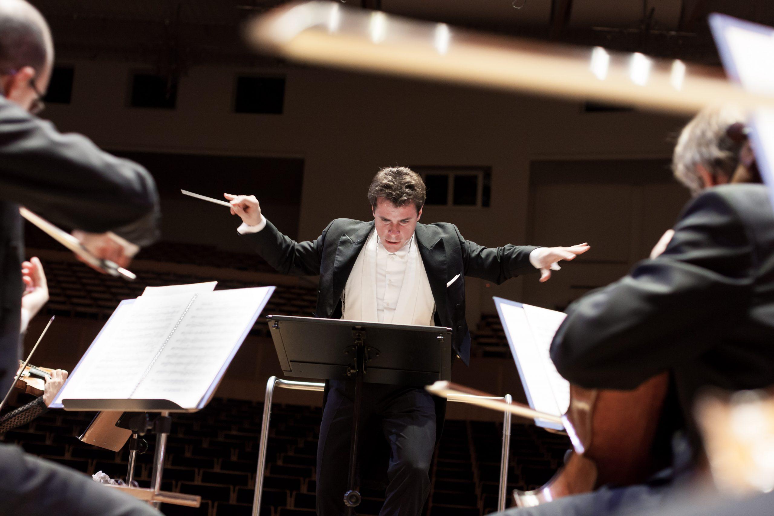 Tschechischer Staatsfeiertag in Berlin: Jakub Hrůša dirigiert Smetana, Martinů und Dvořák