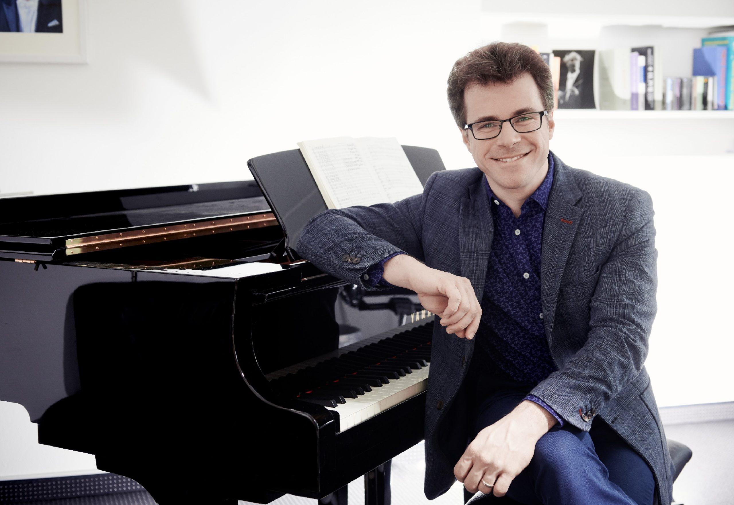 Dirigent Jakub Hrůša získal nominaci na americké ceny Grammy za album Bohemian Tales