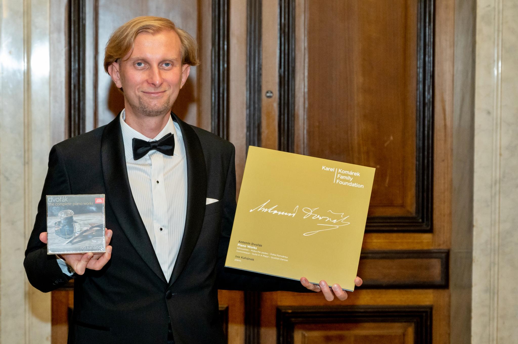Pianist Kahánek spielt komplettes Klavierwerk von Dvořák ein
